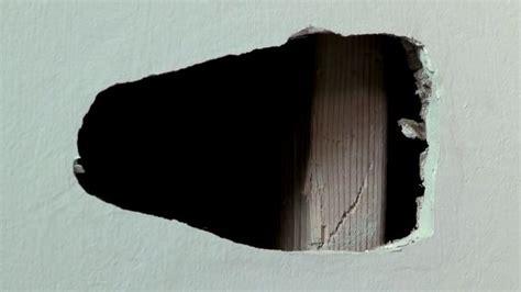 comment r 233 parer un trou dans une porte de