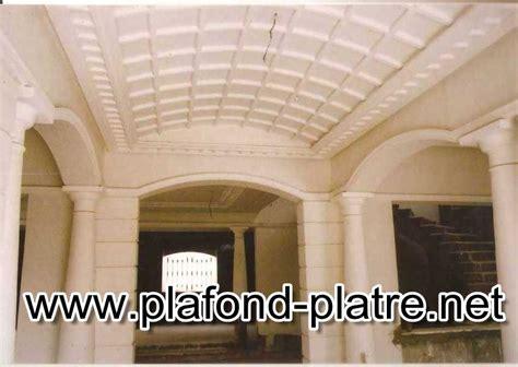 staff decor chambre a coucher colonnes en plâtre sculpté décoration moderne et