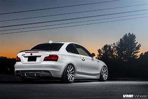 Bmw 135i : alpine white bmw e82 135i with vmr wheels ~ Gottalentnigeria.com Avis de Voitures