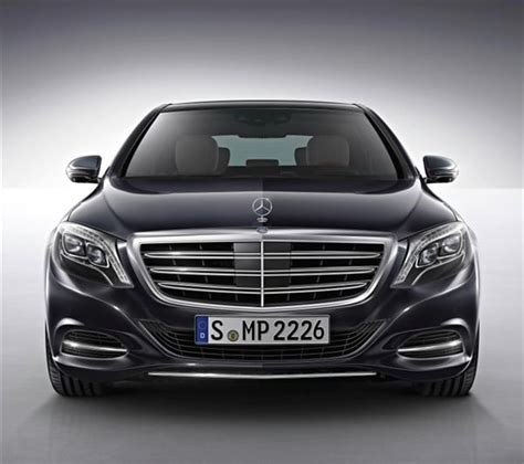 Both of these cars feature punchy engines, comfortable rides, roomy seating, and many of the same safety features. 2015 Mercedes-Benz S600 makes debut in Detroit - Kelley Blue Book