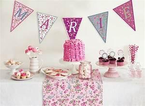 decoration table anniversaire fille 1 an fashion designs With chambre bébé design avec centre de table fleurs pour anniversaire