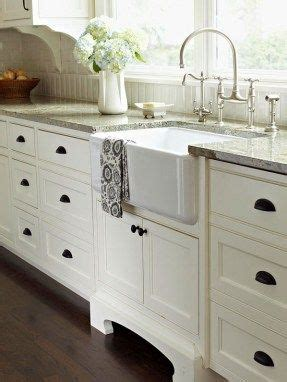 choosing  cabinet hardware  door handles