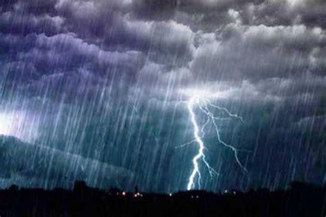 cuaca indonesia  januari hujan petir bakal landa