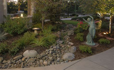 Ideas For Landscaping For Dry Creek Areas Pdf