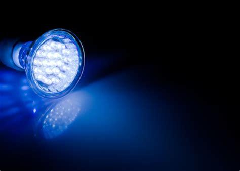 les dangers de la lumi 232 re bleue pour vos yeux guide vue le guide de la vue