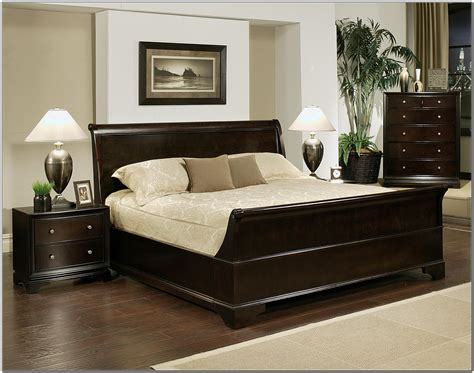 Bedroom Double Size Platform Bed With Tufted Vinyl