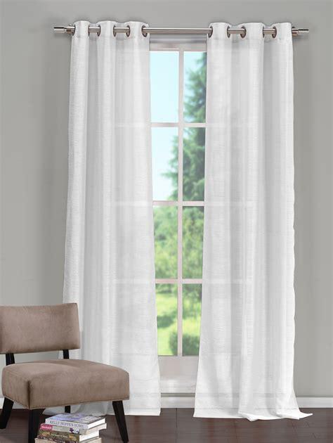 Beautiful bedroom curtains in St Maarten   PENNY'S