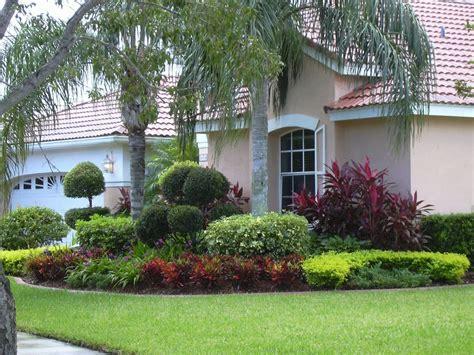 nice outdoor home design  natural front yard landscape