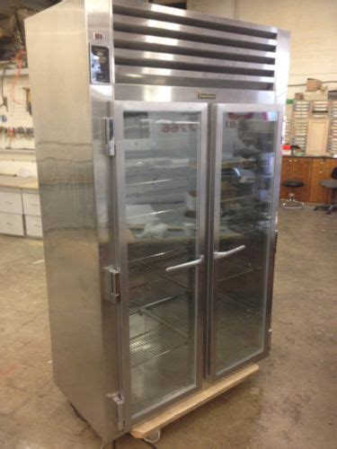 traulsen   refrigerator counter depth urdt  urs