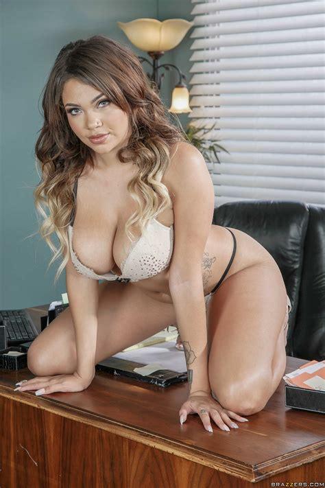 Sexy Secretary Knows Her Job Very Good Photos Cassidy