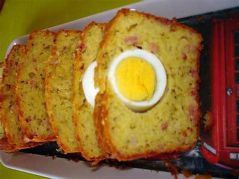 oeuf cuisine recette de cake salé lardons gruyère herbes de provence et oeufs durs