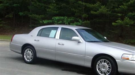2011 Lincoln Town Car by 2011 Lincoln Town Car Photos Informations Articles
