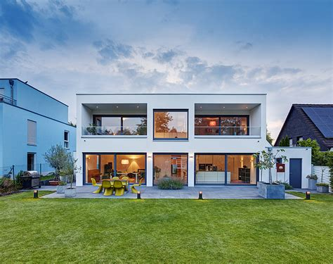 Fertighaeuser Im Bauhaus Stil modernes fertighaus im bauhausstil mit klaren formen