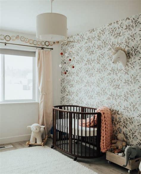 tapisserie chambre bebe papier peint enfant chambre bb fille lit bebe en bois