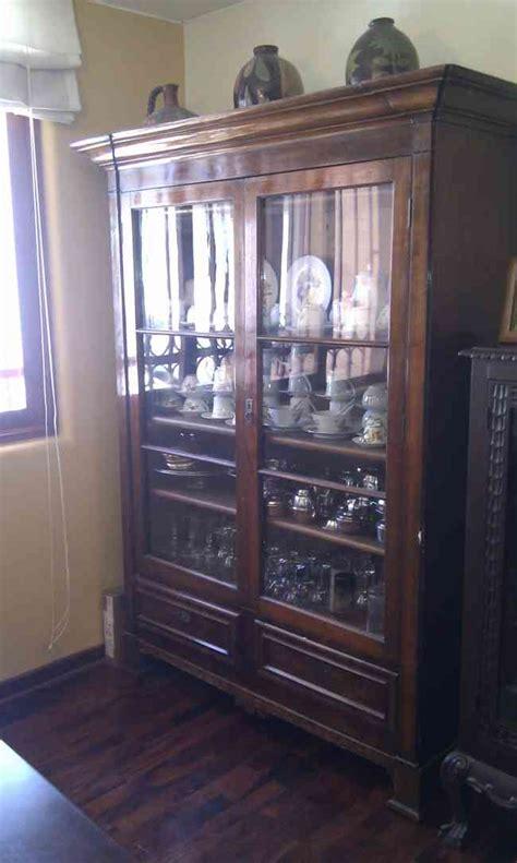 vendo mueble antiguo de comedor en madera pino bien