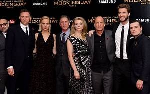 Hunger Games cast took the BEST selfie at their very LAST ...