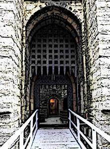 Portcullis-and-Drawbridge-Medieval-Castle-Parts Picture