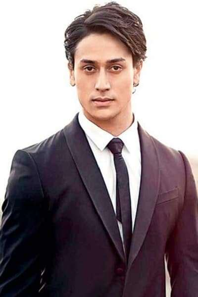 Tiger Shroff Height, Age, Weight, Photos & Biography ...