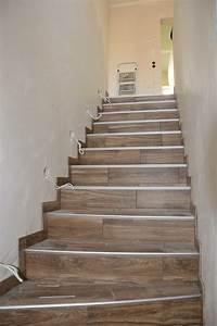 Treppe Im Wohnzimmer : fliesen apfelgartenvilla ~ Lizthompson.info Haus und Dekorationen