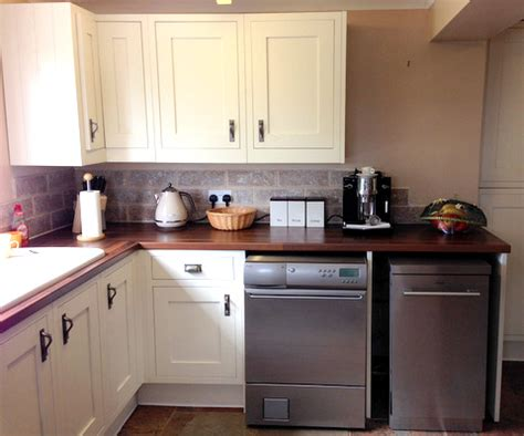 approx yr  white bq kitchen worktops   appliances