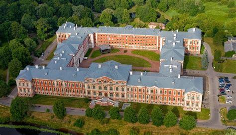 Jelgavas Valsts ģimnāzija - pilī - Jelgavas Valsts ģimnāzija