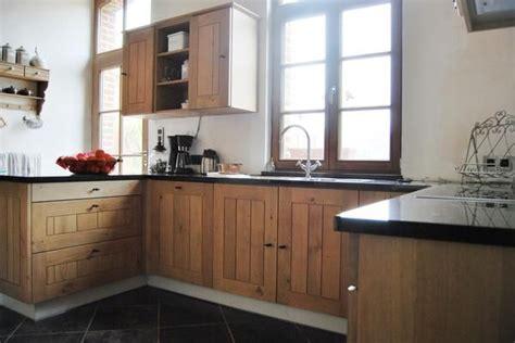 cuisine en ch麩e clair caisson cuisine bois massif maison design bahbe com