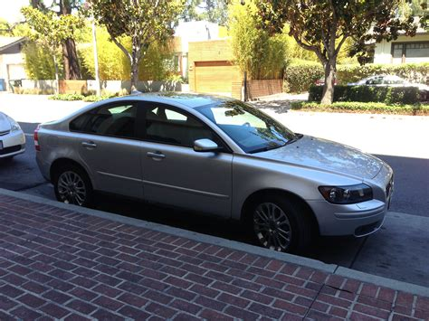 selling  volvo   awd  speed manual volvo