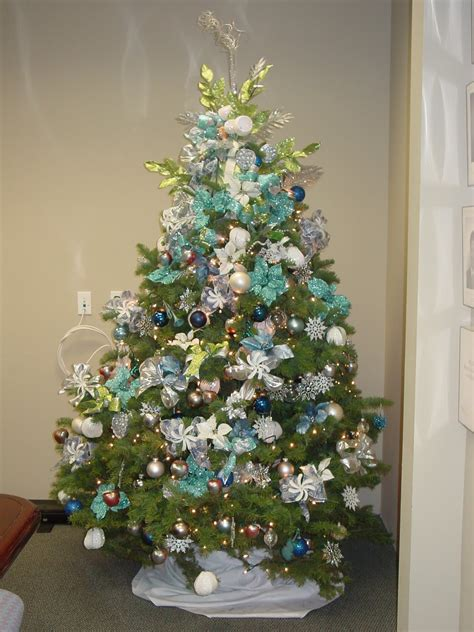 christmas tree decorated whith words s fabulously frugal decorations just