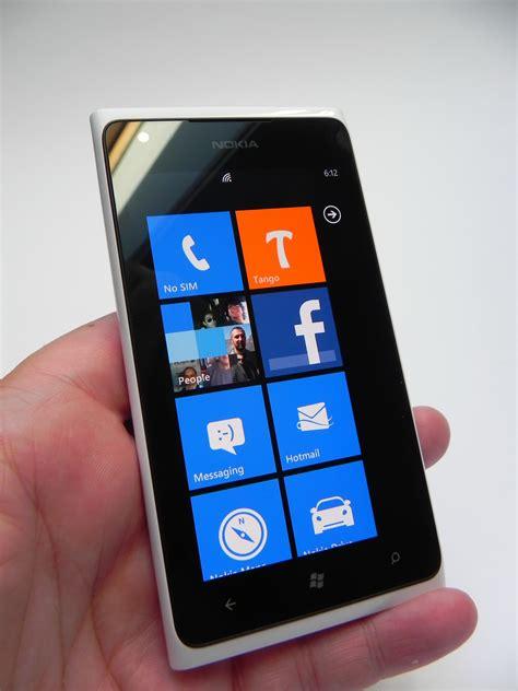 nokia lumia  review  big  bulky   good