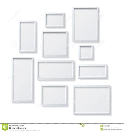 cornici bianche insieme delle cornici in bianco bianche appendente su una