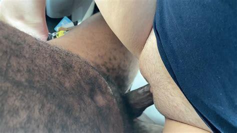 Schwarzer Schwanz cums in weißer Muschi