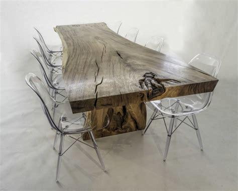 table a manger en bois brut meubles en bois massif fossilis 233 de design organique unique