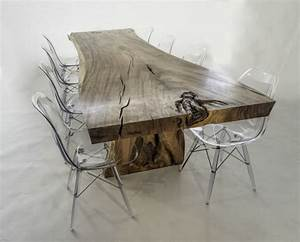 Meubles en bois massif fossilise de design organique unique for Meuble salle À manger avec chaise noir pied bois