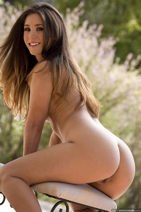 Eva Lovia Strips Her Peach Top And Her White Skirt To Show