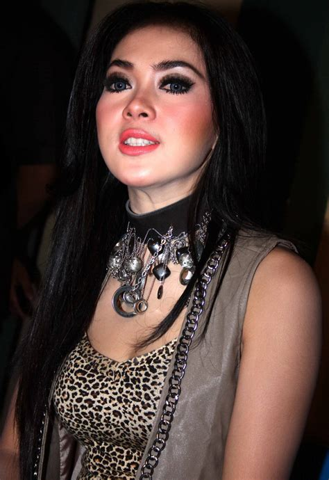 Photo Singer Syahrini Sexy Dress