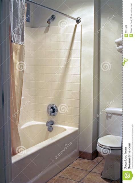 salle de bains propre et simple images stock image 5751614