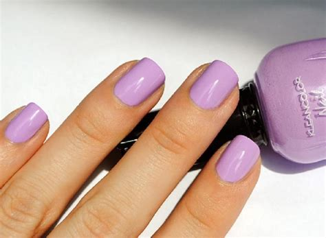 Perfect Nail Color Festooning
