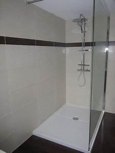 Douche Salle De Bain : salle de bains quip e d 39 une grande douche plomberie ~ Melissatoandfro.com Idées de Décoration
