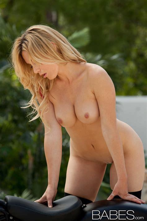Beautiful Blonde Is Posing Almost Naked Photos Kayden Kross MILF Fox