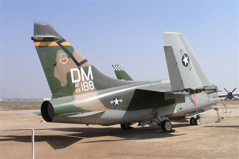 corsair r駸ervation si鑒e temco vought a 7d corsair ii specifications of photos