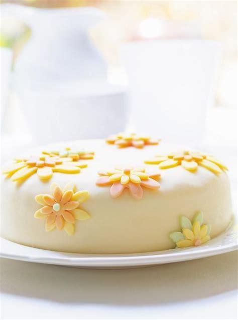 g 226 teau 224 la vanille et 224 la gel 233 e de petits fruits p 226 te au chocolat blanc ricardo