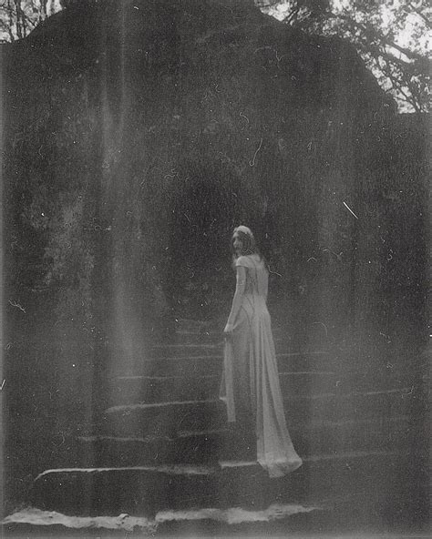 melancholic  fine art portrait photography  nona limmen