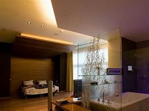 Baumstamm An Decke Befestigen : hotelzimmer design mit indirekter beleuchtung bilder ~ Lizthompson.info Haus und Dekorationen