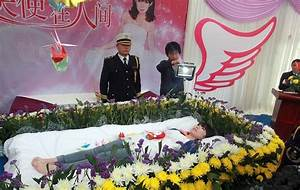 Chinese student Zeng Jia stages her own funeral while