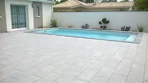 piscine 7x350 avec une terrasse en carrelage gris With photo carrelage terrasse exterieur 3 vente et pose de margelles de piscine en pierre sur