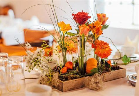 Herbstliche Tischdeko Selbermachen by Eine Herbstliche Tischdeko In Orange Hebt Sofort Die Stimmung