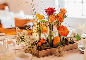 Herbst Tischdeko Natur : eine herbstliche tischdeko in orange hebt sofort die stimmung ~ Bigdaddyawards.com Haus und Dekorationen