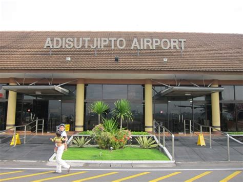 menyerukan perbaikan sistem taksi bandara adisutjipto