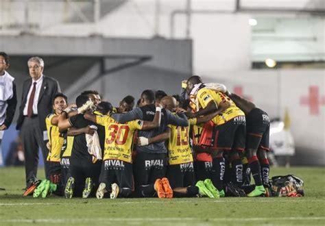Barcelona 1:0 Emelec - YouTube