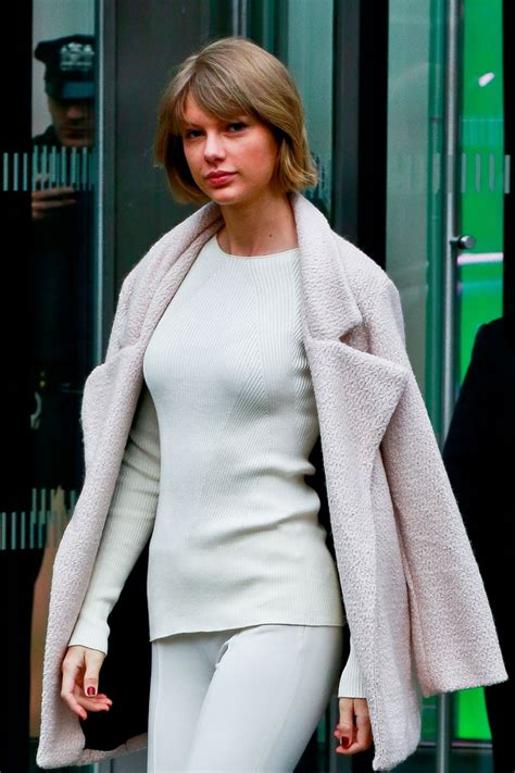 Taylor Swift - Leaving Vogue's Office in NYC 2/21/2016